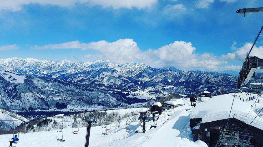 Quang cảnh nhìn từ trên cáp treo Alpen Quad .