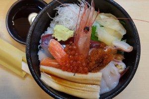 Tô sushi cực tươi.