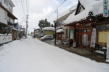 The main street of Yutagawa Onsen in winter - looking into the other direction