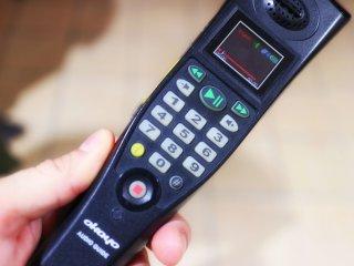 Bạn có thể lắng nghe thiết bị này để biết thông tin về chuyến tham quan bằng tiếng Anh