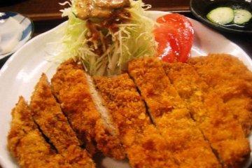 Barakku Bistro and Izakaya in Aharen Tokashiki-son Island Okinawa serves Tonkatsu and other mainstream fare