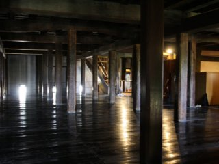 Cette salle sombre au troisième étage n'est pas visible de l'extérieur
