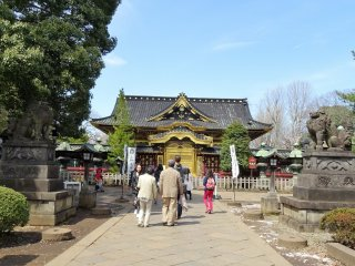 ประตูคะระมอน (Karamon) ซึ่งสร้างตามแบบสถาปัตยกรรมจีน