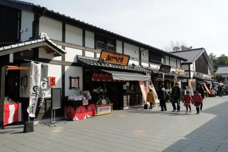 Sakura-no-baba Josaien