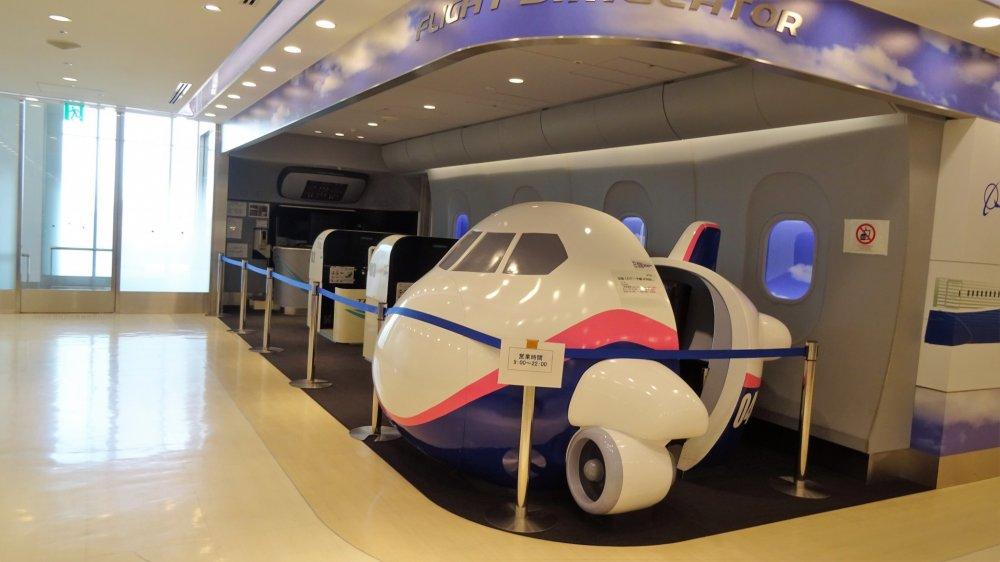 เครื่องช่วยฝึกบินจำลอง (Flight Simulators) มีให้เลือกเล่นอยู่หลายเครื่อง