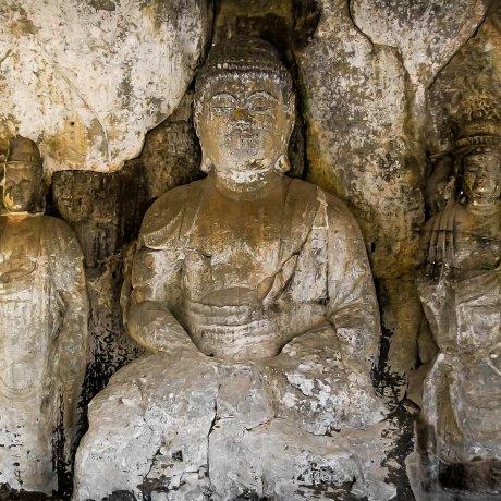 Patung Buddha Batu di Kyushu