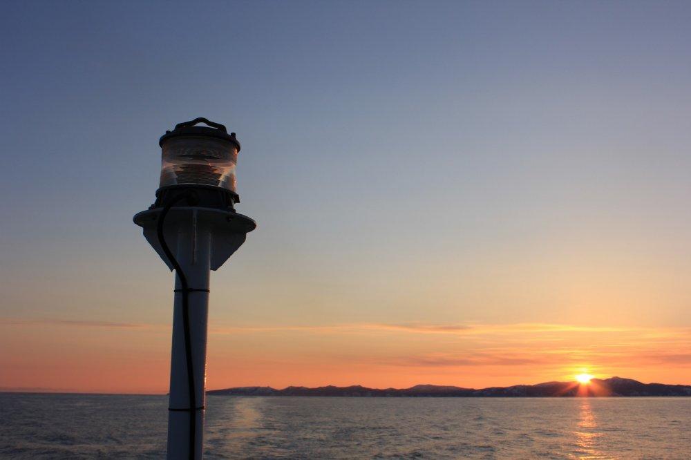 Mặt trời bắt đầu lặn chậm rãi trên đảo Rebun.