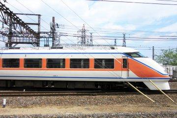 Поезд-экспресс Tobu из Асакусы