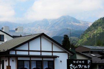 В любом месте Никко видны горы