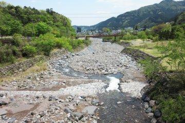 Каменистое ложе реки