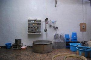 水を沸騰させている。製造過程の一部。東薫酒造にて。