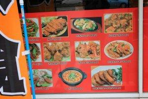 所有的食物都可在展覽櫥窗上看到樣品跟價錢