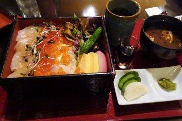 อาหารมื้อแรกของฉันในญี่ปุ่นที่ห้องอาหาร Bamboo Lobby Bar & Lounge