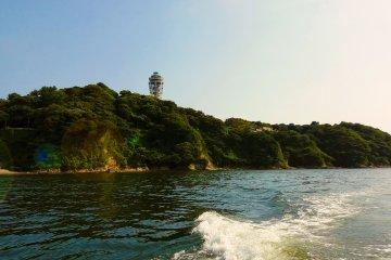 江之島上高聳的燈塔