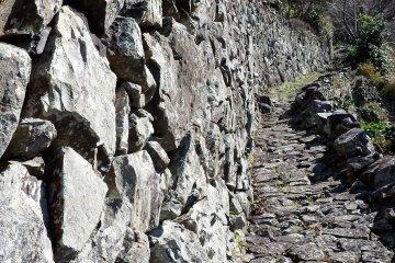 Каменные стены датированные концом 1800х гг.