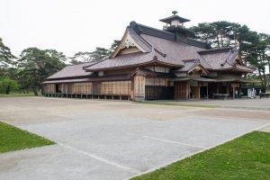 Lokasi bangunan-bangunan yang dirubuhkan setelah Pertempuran Hakodate ditandai di sebelah Hakodate Bugyosho, di dalam Taman Goryokaku
