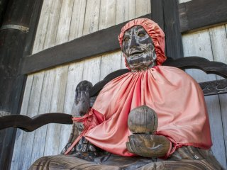 A Binzuru effigy donned in red garments, at Today-ji, Nara.