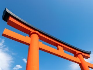 The great torii gate of Fushimi Inari-taisha, Kyoto, which marks the entrance to the religious site.