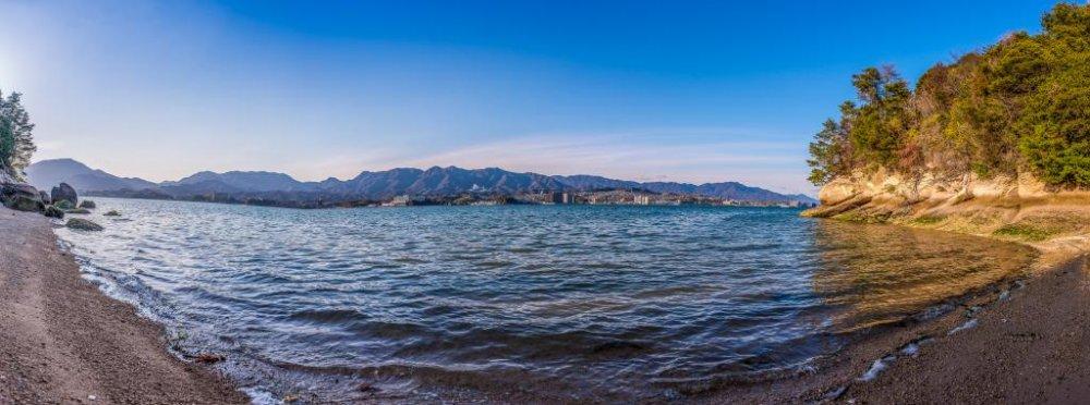 วิวพาโนราม่าของหนึ่งในหลายๆ ชายหาดของมิยาจิมะ