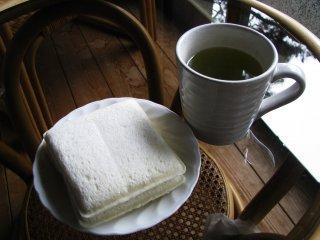 Кврдратные булочки с арахисовым маслом или яйцом
