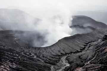 Even before the huge eruption in 2016, tourists with breathing difficulties were warned against visiting Mount Aso because of its high sulphur content