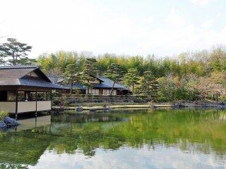 เป็นสวนญี่ปุ่นที่งดงามมาก ฉันคิดว่าคงจะสวยมากๆ เช่นกันในฤดูใบไม้ร่วง