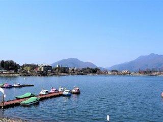 วิวสุดงามริมทะเลสาบคะวะกุชิโกะ (Kawaguchiko)