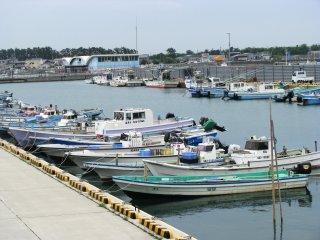 Рыбацкие лодки в Бенетндзима
