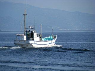Лодка отправляется за рыбой
