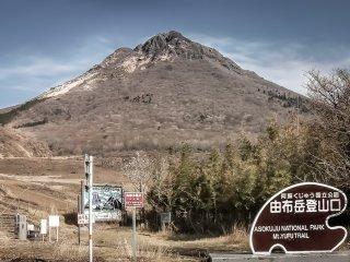 The trailhead for Mount Yufu dake