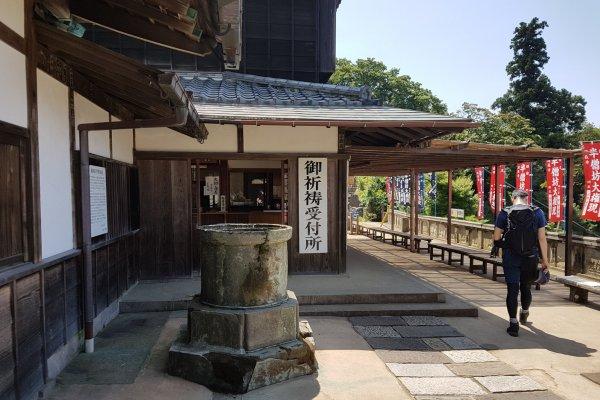 ศาลเจ้าฮันโซะโบะ (Hansōbō) เป็นศาลเจ้าชินโตของวัดเค็นโชะ-จิ