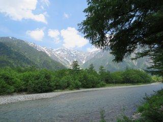 Левый берег реки Адзусагава