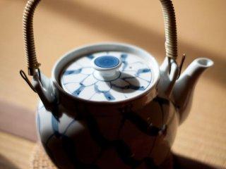 La nourriture est servie avec du thé japonais. Vous pouvez également commander d'autres boissons comme du saké japonais