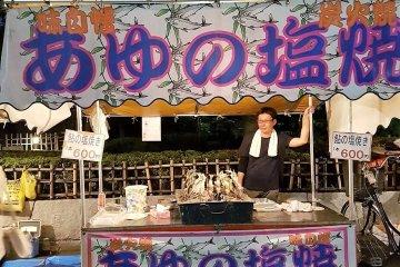 แผงปลาปิ้งแบบญี่ปุ่น ไม้ละ 600 เยน