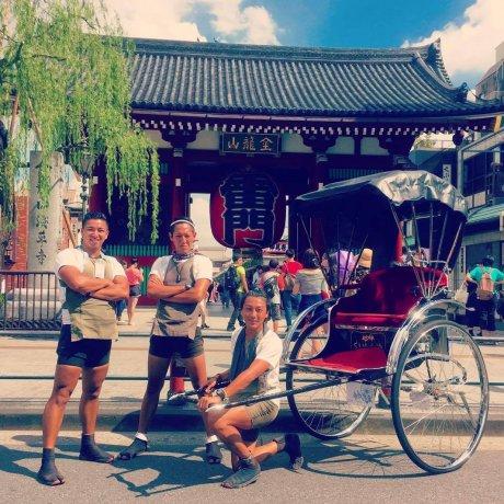 Ba chàng trai kéo xe khắp thế giới