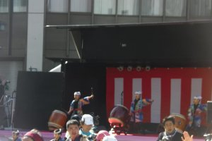 Young taiko drummers set the pace