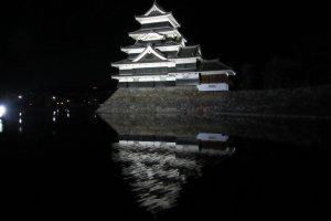 Замок с ночным освещением