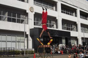 An impressive Chinese acrobat