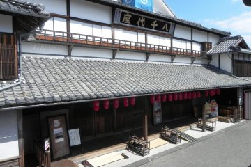 The exterior of the Yachiyoza Theater