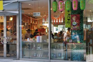 Магазин сувениров и кафе