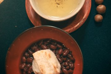 Kiyoka, a kind of Japanese green tea and zenzai (homemade red beans and grilled rice cakes)