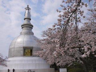 La pagode de la paix abriterait des cendres du Bouddha