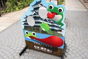 Photo stand for Matsumoto Castle with frogs