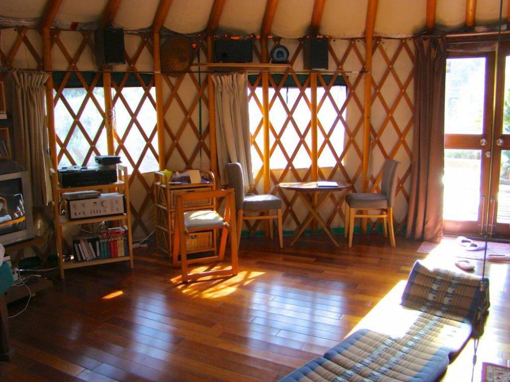 유르트 (Yurt: 몽골, 시베리아 유목민들의 전통 텐트) 내부