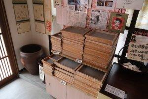 Во время работы используются формы: для открыток - те, что слева.