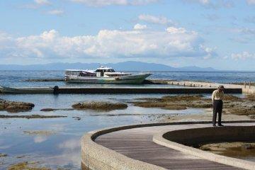นั่งเรือชมวิวรอบเกาะได้