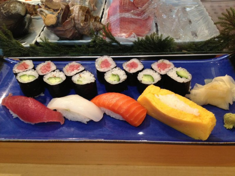 Individual sushi plate for beginners: tuna and cucumber roll plus tuna, squid and salmon nigirizushi