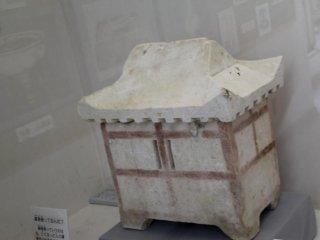 В таком коцуцубо в маленьком музее на входе раньше хранили остатки умерших