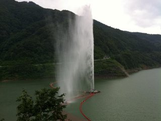 Lake Gassan's fountain in Nishikawa Town in summer. This fountain is 112 meters high