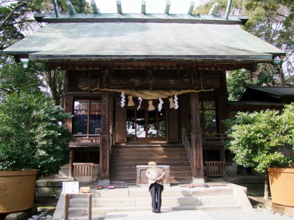 Like at many shrines in Japan, locals often come here to pray